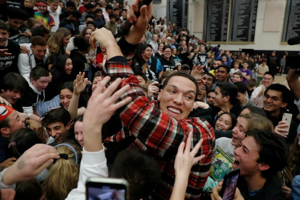 Jersey retirement: Aaron Gordon makes triumphant return to Mitty