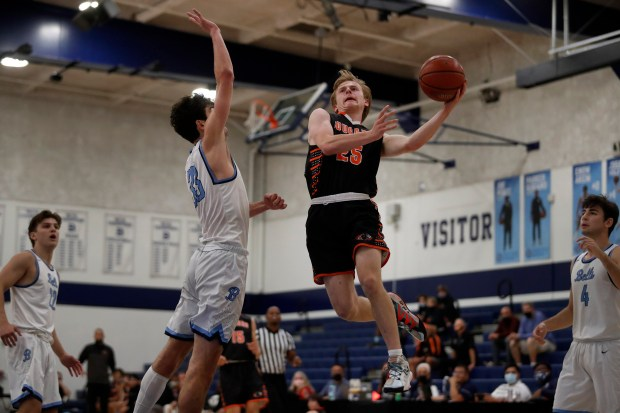 CCS boys basketball: Half Moon Bay holds off Bellarmine in wild finish to reach Open semifinals 3