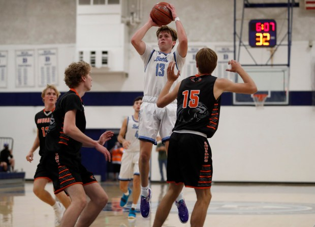 CCS boys basketball: Half Moon Bay holds off Bellarmine in wild finish to reach Open semifinals 8