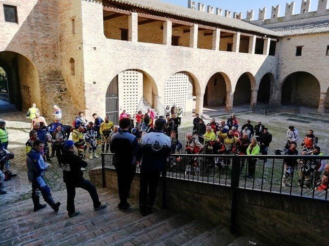 Organizzato Dal Moto Club Tolentino, Si è Svolta La Prima Edizione Del TT Tolentino Trophy, Base Dell' Evento Turistico Il Castello Della Rancia