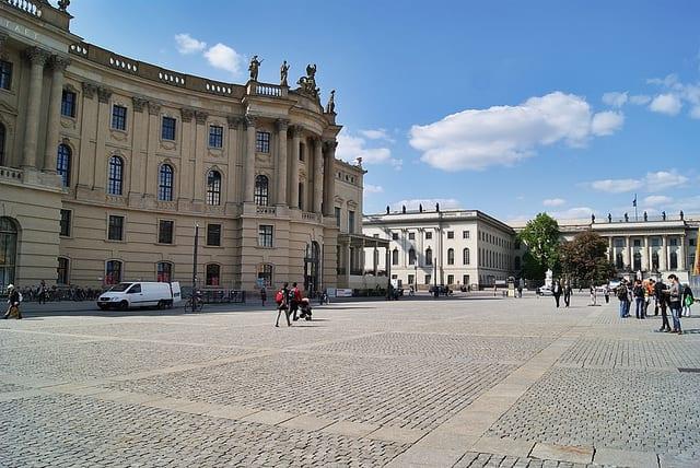 Bebelplatz, quema de libros en Berlín