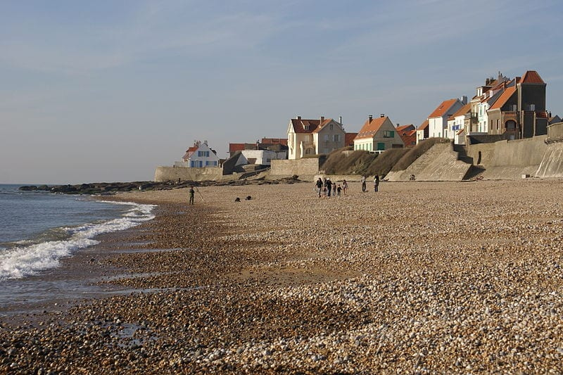 800px-Audresselles_seafront_seen_from_the_beach_2
