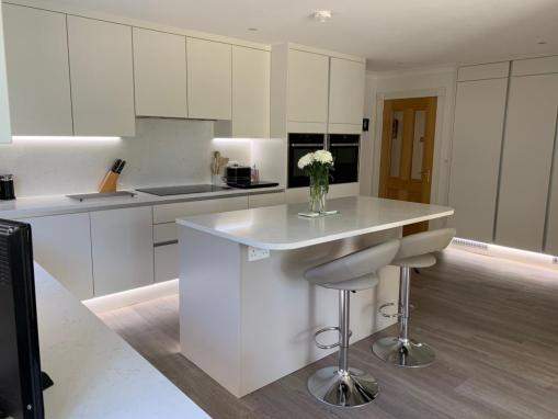 First Impressions Cosdon True Handleless Kitchen in Canford Cliffs, Poole