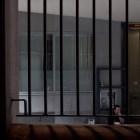 Tråkigt bakom galler