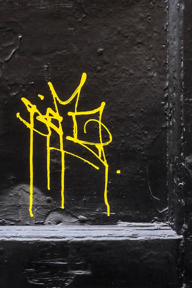 gult-på-svart-(1-av-1)