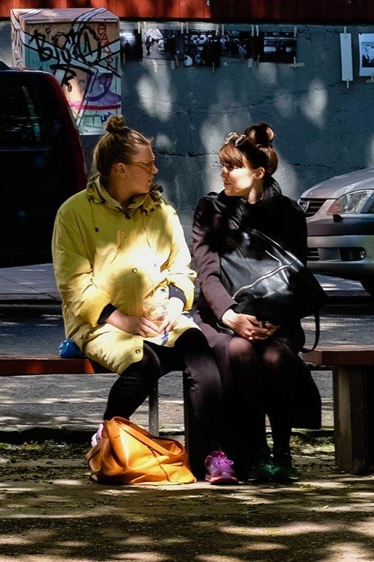 två-kvinnor--i-färg-(1-av-1)
