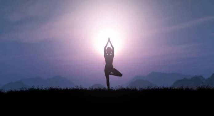 तनाव कम करने के लिए योग