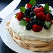 Pavlova Berries