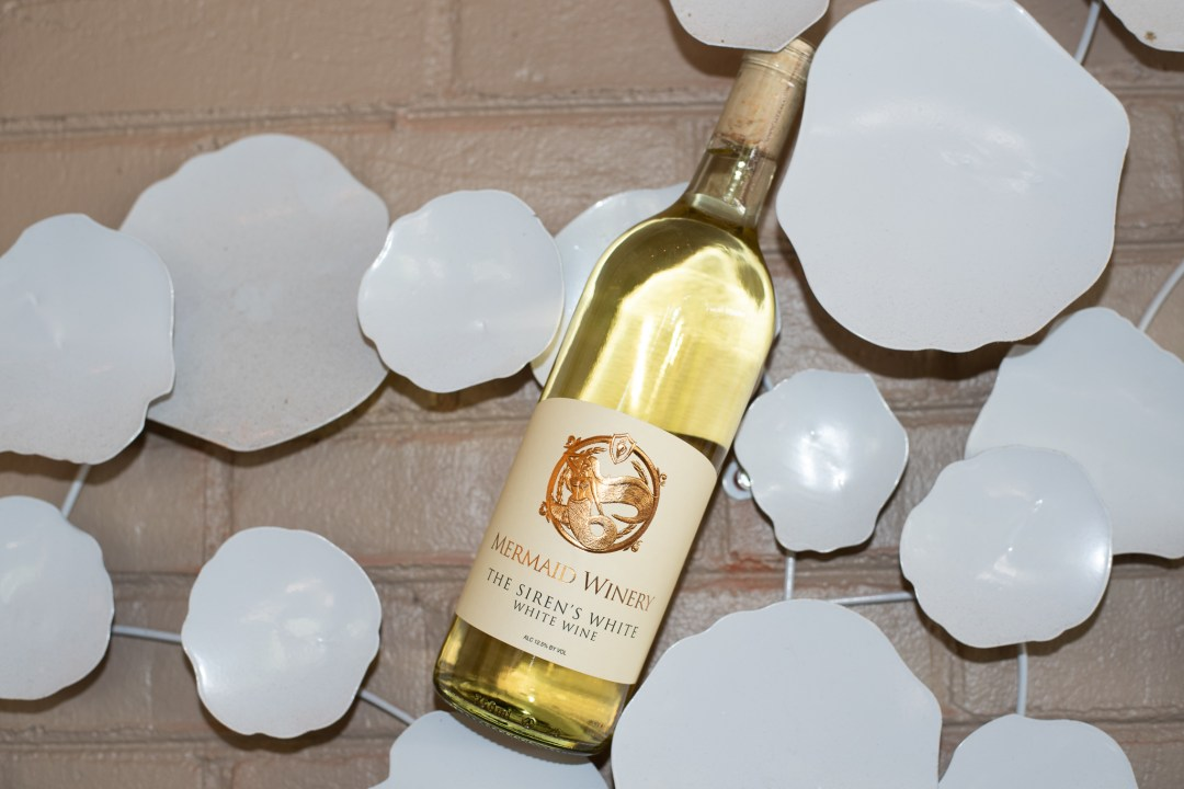 Picture of Bottle of Siren White Wine