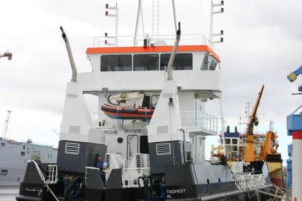"""Le chaland fendable SEEM 51-450ST """"Taghest"""" en essais à Saint-Nazaire"""