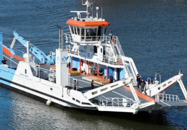 Le nouveau bac de Seine navigue en Loire