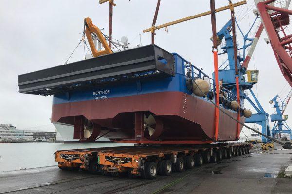 Mise à l'eau de la barge multiservice SEEM 20-1000ST « Benthos »