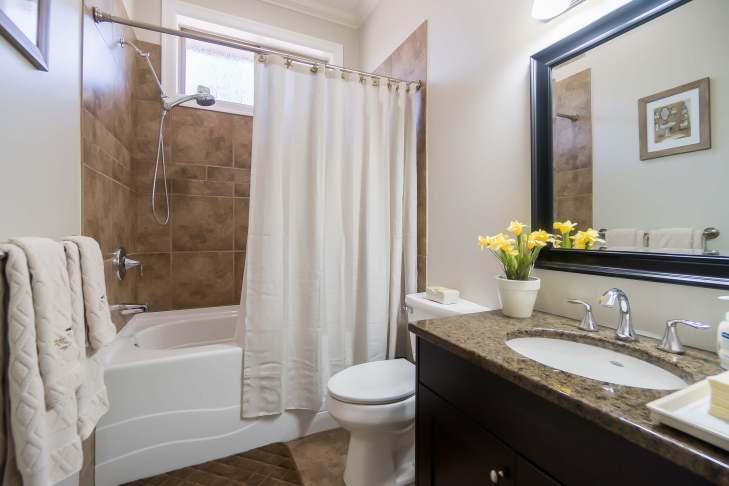 Bathroom on main level - 185 - 51075 Falls Court, Chilliwack