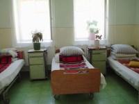 Dormitor din Centrul de Recuperare și Reabilitare Neuro–psihiatrică Râu Vadului | foto: DGASPC Sibiu