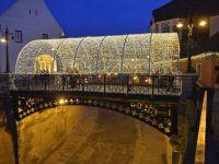 A început montarea iluminatului festiv în oraș