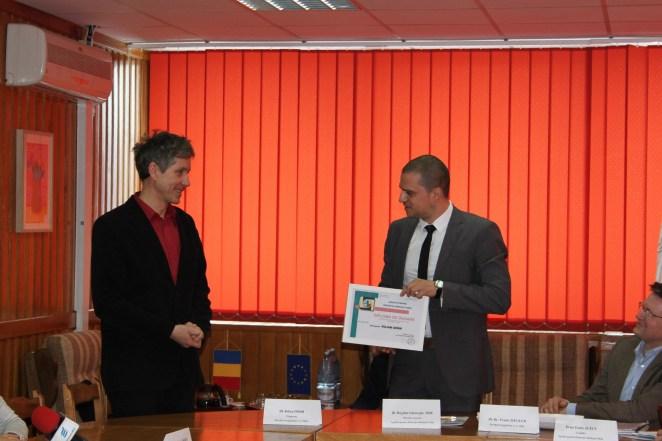 Primpreotul Kilian Dörr a primit din partea directorului APM Sibiu o diplomă de onoare pentru merite deosebite în promovarea conceptului ecologic prin credinţă şi educaţie