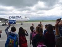 """Peste 600 de elevi au ales """"Școala Altfel"""" la Aeroportul Sibiu"""