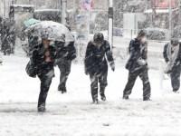 Meteorologii avertizează: De vineri seară, vor fi polei, lapoviță și ninsoare