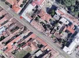 Intervenție pe strada Andrei Șaguna, cu afectarea circulației, după ce locatarii unui imobil au rămas fără canalizare