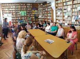 """Sesiune internațională de comunicări la Liceul Teoretic """"Onisifor Ghibu"""",de Ziua Învățătorului"""