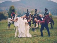 Nuntă cu împărătese, zâne și soldați călare | GALERIE FOTO