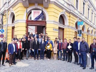 Președintele PSD Sibiu, Bogdan Trif, alături de candidații PSD la europarlamentare, Victor Negrescu, Mihai Macaveiu și Alexandru Popa, în mijlocul sibienilor (P)