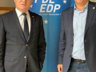 Partidul Pro România face parte din familia Democraților europeni