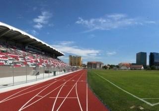Se reface suprafața de joc a Stadionului municipal