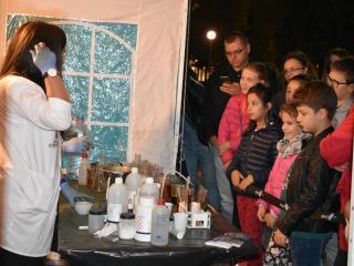 """""""Noaptea cercetătorilor"""" invită sibienii să ia parte la un experiment științific dedicat magnetismului"""
