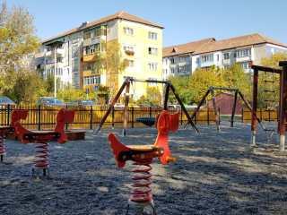 Primăria Sibiu a amenajat un nou loc de joacă pe Aleea Șelimbăr, după ce a pierdut la tribunal primul parc