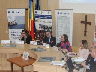"""Peste 120 de persoane au participat la dezbaterea publică intitulată """"Unde sunt fondurile europene în județul Sibiu?"""""""