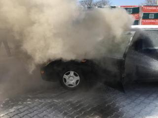 Mediaș: O maşină a luat foc pe șoseaua Sibiului