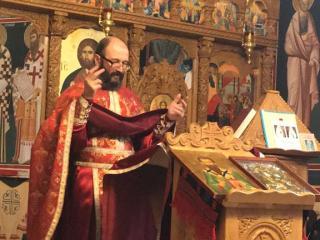 """Bisericuța din cartierul Lazaret a devenit o a doua casă pentru credincioșii hipoacuzici din oraș: """"În biserică, toți suntem egali"""""""