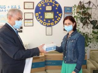 Echipamente de protecție donate școlilor din Sibiu