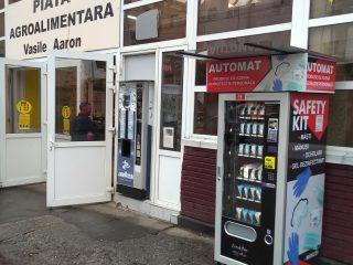 Automat de vânzare a echipamentelor de protecție, amplasat la Piața Vasile Aaron