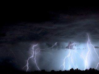 Tunete, fulgere și ploi torențiale peste Sibiu! E cod galben