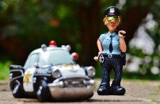 """Isprava unui bărbat din Hamba. Fără permis, la volanul unei mașini fără numere, a """"parcat"""" direct în arest"""