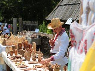 Demonstrații culinare cu degustare, dansuri tradiționale și spectacol folcloric în weekend