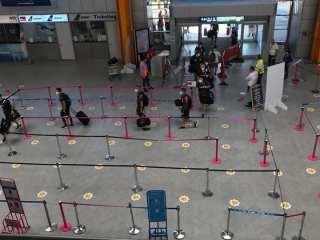 Aeroportul Cluj: Pasagerii care sosesc în România din zonele galbene pot completa online declarația de intrare în țară