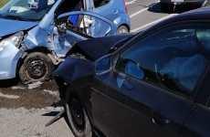 Bărbat blocat între fiarele contorsionate ale mașinii sale, după un accident la Șelimbăr