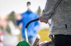Primăria Sibiu distribuie pachete cu alimente persoanelor defavorizate din municipiul Sibiu