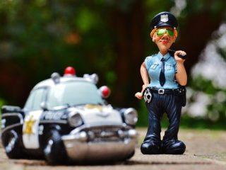 Dosar penal pentru o tânără de 18 ani fără permis, prinsă la volan. Motivele pentru care e cercetat și tatăl ei