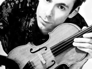 Oaspeții săptămânii în Stațiunea Muzicală Brukenthal: dirijorul David Miller și violonistul Horia Văcărescu