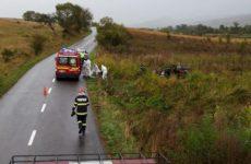 FOTO: O mașină a ieșit de pe șosea după ce șoferul a adormit la volan, pe DJ 106S