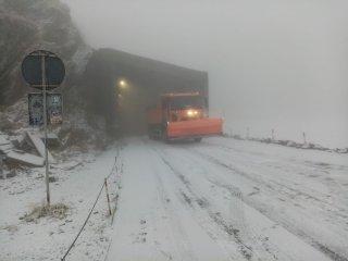 E iarnă în toată regula la munte! Ce se întâmplă pe Transfăgărășan și Transalpina
