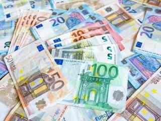 Euro a adormit la 4,87 lei | ANALIZĂ