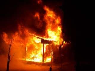 FOTO, VIDEO: Cabană mistuită de flăcări în Avrig