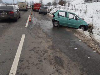 FOTO: Accident în Nocrich. Doi oameni la spital din cauza unui șofer neatent
