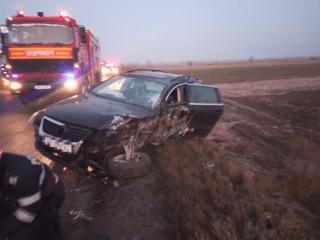 FOTO: Impact violent în Porumbacu de Jos. Un om a fost rănit