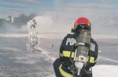 FOTO: Incendiu la un avion cu pasageri. Nu vă speriați, e doar simulare